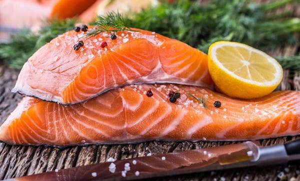 thực phẩm giảm mỡ máu - cá hồi