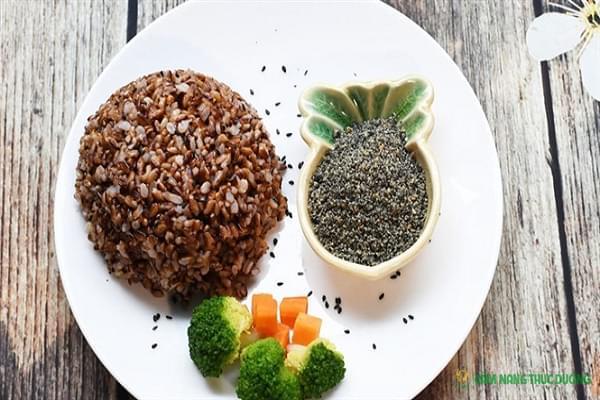 lợi ích cách ăn thực dưỡng gạo lứt muối mè